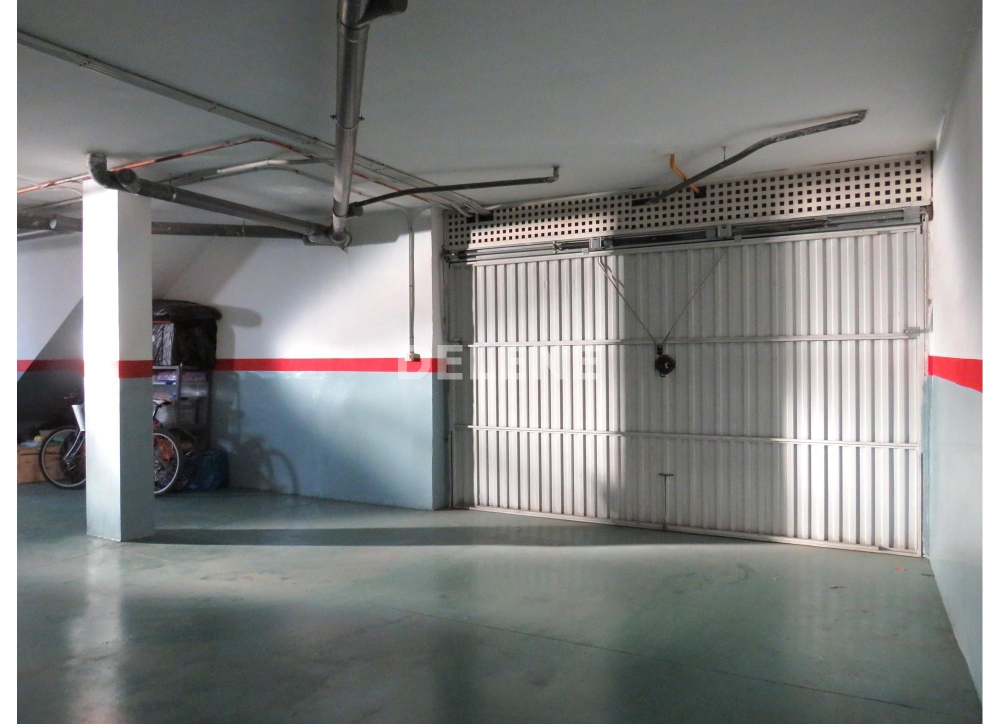 1758 ADOSADO CON TERRAZA DE 50 m2 Y PATIO, ZONA PISCINA CUBIERTA