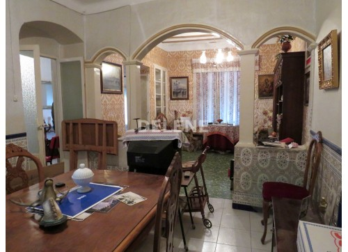 1736 CASA DE 240 m2, PLAZA FRANCISCANOS